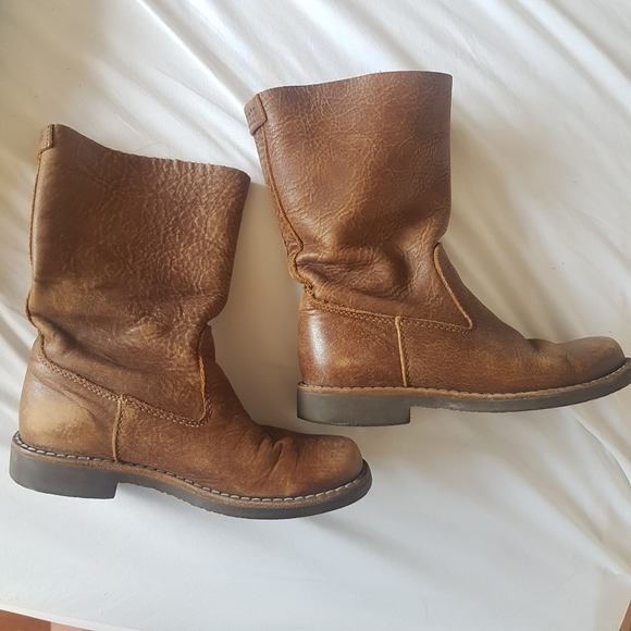 Roots Genuine Leather Tribe Roll Over Size 6 Boots